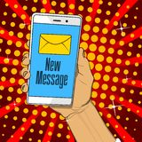 Telefono della tenuta della mano con la lettera e nuovo testo di messaggio sullo schermo illustrazione vettoriale