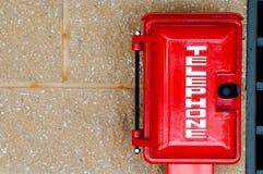 Telefono di colore rosso di emergenza Immagine Stock