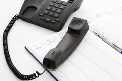 Telefono di difficoltà nell'ordine del giorno e nella penna Immagini Stock Libere da Diritti