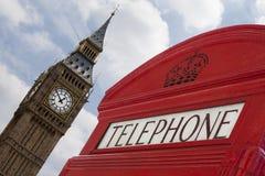 Telefono di Londra con grande Ben interamente messo a fuoco Fotografia Stock Libera da Diritti
