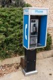 Telefono di paga su un marciapiede fotografia stock libera da diritti
