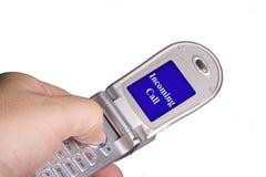 Telefono di risposta delle cellule della mano maschio Fotografie Stock Libere da Diritti