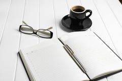Telefono di vetro del blocco note della tazza di caffè Fotografia Stock