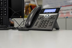 Telefono di voice over ip sullo scrittorio bianco Fotografia Stock Libera da Diritti