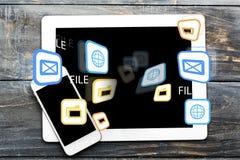 Telefono e compressa Immagine Stock