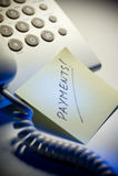 Telefono e nota dello scrittorio Fotografia Stock