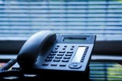 Telefono esecutivo dello scrittorio di VoIP con la cuffia avricolare corded tradizionale Immagini Stock Libere da Diritti