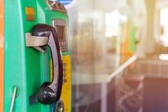 Telefono a gettone o moneta e carta del telefono pubblico in Tailandia Immagini Stock