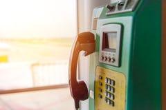 Telefono a gettone o moneta e carta del telefono pubblico in Tailandia Fotografia Stock Libera da Diritti