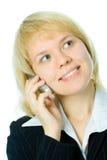 Telefono mezzo delle cellule di colloquio della donna di affari del fronte del primo piano immagine stock libera da diritti