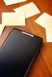 Telefono mobile con i post-it Fotografia Stock Libera da Diritti