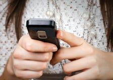 Telefono mobile nelle mani Fotografia Stock Libera da Diritti