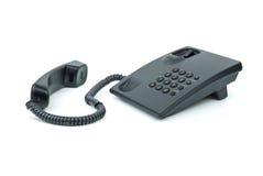 Telefono nero dell'ufficio con il microtelefono vicino fotografie stock