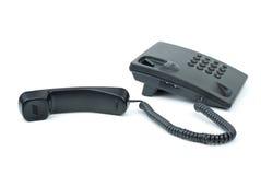 Telefono nero dell'ufficio con il microtelefono vicino immagine stock