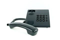 Telefono nero dell'ufficio con vicino del microtelefono isolato fotografia stock libera da diritti