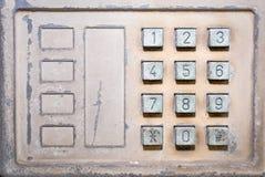 Telefono pubblico di vecchio numero del bottone immagini stock