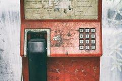Telefono pubblico, telefono pubblico di vecchio lerciume fotografia stock