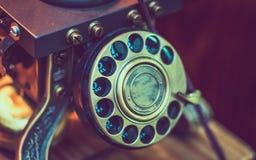 Telefono rotatorio dello scrittorio classico d'annata fotografia stock libera da diritti