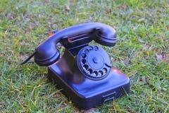 Telefono rotatorio nell'erba Fotografia Stock Libera da Diritti