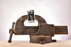 Telefono in un vizio immagini stock libere da diritti