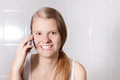 Telefonowanie dziewczyna Obraz Royalty Free