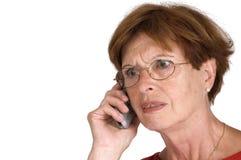 telefonpensionärkvinna Royaltyfria Bilder