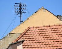 Telefonpfosten auf dem Dach Stockfotografie