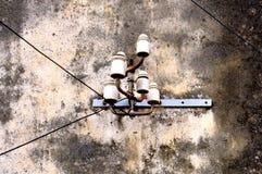 Telefontrådar och keramiska isolatorer fotografering för bildbyråer