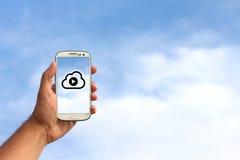 Telefonu komórkowego odtwarzacz muzyczny w chmurze obraz royalty free
