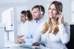 Telefonu operator podczas pracy zdjęcia stock