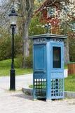 Telefonzelle und alte Laterne Lizenzfreies Stockfoto