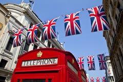 Telefonzelle-und Anschluss-Markierungsfahnen in London lizenzfreies stockfoto