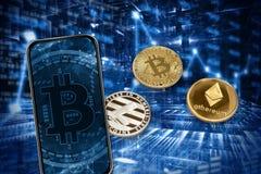 Telefoon en cryptocurrencyverkooptoepassing Op de achtergrond van muntstukkencryptocurrency Donkerblauwe achtergrond van het toen stock foto's