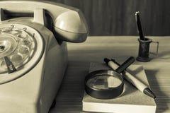 Telefoon en kantoorbehoeften stock foto