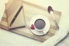 Telefoon en koffie Royalty-vrije Stock Foto's