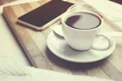 Telefoon en koffie Stock Foto