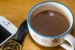 Telefoon en kop van koffie Royalty-vrije Stock Afbeeldingen