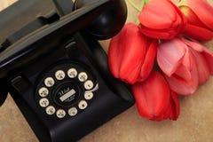 Telefoon en Tulpen royalty-vrije stock afbeeldingen