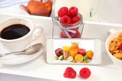 Telefoon met sap Stock Foto's