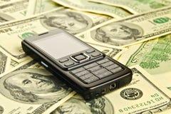 Telefoon op het geld Royalty-vrije Stock Afbeeldingen