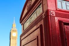 Telefooncel en Big Ben, Londen, Engeland Royalty-vrije Stock Afbeeldingen