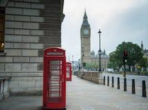 Telefooncel in Londen Stock Afbeeldingen