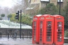 Telefoondozen dicht bij Hyde Park, Londen Stock Foto's