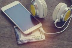 Telefoonmedia draagbare en slimme telefoon op donkere toon Royalty-vrije Stock Fotografie