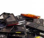 Telefoons en smartphones van diverse types en generaties niet geschikt voor reparatie Elektronisch schroot royalty-vrije stock foto's