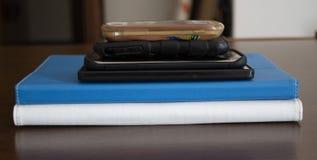 Telefoons en tabletten stock afbeelding