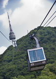 Teleférico a la torre de Seul N Fotos de archivo