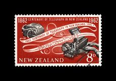 Telegrafe o dispositivo e a fita de papel codificada, 100th aniversário da inauguração do telégrafo em Nova Zelândia, cerca de 19 Imagens de Stock Royalty Free