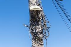 Telekommunikation, die in schlechter Zustand verdrahtet lizenzfreies stockbild