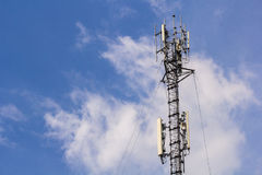 Telekommunikation G/M u. x28; 4g& x29; Turmantenne stockbild